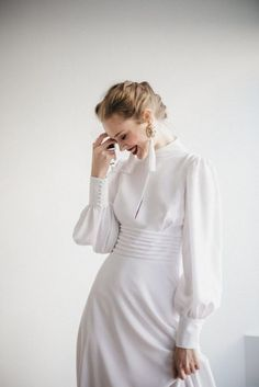 A turtleneck wedding dress can be very modest covering the whole body or very sexy – with a cutout back, slits and illusion details. Take a look at these ideas to get inspired! Turtleneck Wedding Dress, Bridal Gowns, Wedding Gowns, Bridal Hijab, Civil Wedding, Boho Wedding, Mode Inspiration, Bridal Collection, Marie