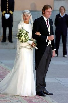 HE Don Luis Beltrán Gómez-Acebo y de Borbón and his bride, Laura Ponte y Martinez, on their wedding day, 18 Sept. 2004.  Handsome couple.