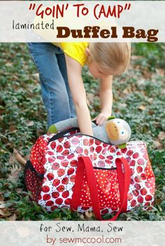 Sew a laminated duffel bag - tutorial by sewmcool on sewmamasew.com