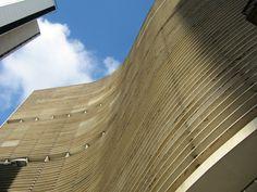 Edificio Copan, São Paulo projeto concebido pelo arquiteto Oscar Niemeyer, em 1954, na ocasião do IV Centenário de São Paulo. É tão grande que dava para ter duas namoradas no mesmo predio.
