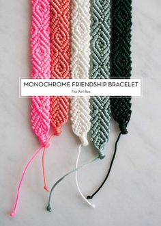 Monochrome Friendship Bracelet - pattern on The Purl Bee Cute Crafts, Diy And Crafts, Handmade Crafts, Jewelry Crafts, Handmade Jewelry, Handmade Bracelets, Beaded Crafts, Handmade Beads, Micro Macramé
