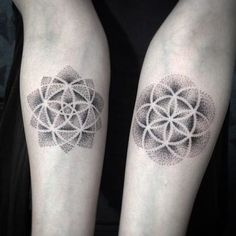 Trendy Tattoo Sleeve Geometric Flower Of Life Dot Tattoos, Bild Tattoos, Dot Work Tattoo, Trendy Tattoos, Unique Tattoos, Beautiful Tattoos, Floral Tattoos, Flower Of Life Tattoo, Matching Tattoos