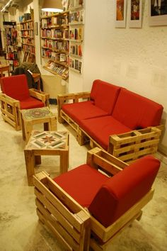 Couch made from pallets...how cool are the tables :) ♥  via http://www.recyclart.org/2012/05/pallets-living/