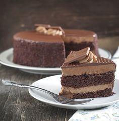 Winni presents a huge range of delectable chocolate cakes. Your near and dear ones will jump in joy after receiving a delicious chocolate cake from you. So, go ahead and order the most delicious chocolate cake online for same day delivery. Choco Chocolate, Homemade Chocolate, Chocolate Desserts, Chocolate Ganache, Sweet Recipes, Cake Recipes, Dessert Recipes, Food Cakes, Cupcake Cakes