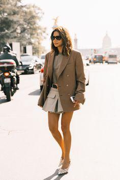 Street Style day 4 Christine Centenera El blazer (maxi) y la f Sandro, Christine Centenera, New Fashion Clothes, Blazers, Garance, Vogue Australia, Style Guides, Elegant, Winter Fashion