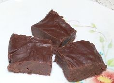Baileys Fudge from Food.com:   This is the easiest fudge... recipe can be changed to suit the alcohol you like e.g. Rum, Brandy, Kahula, Whiskey are all the types of alcohol I have used. Favourite Nuts may be added, thinned with a little cream it can be changed into a sauce to top Ice Cream or used as a frosting, endless uses.  Enjoy