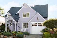 Freshen your home's exterior and boost your curb appeal with a brilliant new palette of siding colors. These questions will help you choose the right hue for you. Exterior Color Combinations, Exterior Color Schemes, Siding Colors, Exterior Paint Colors, Exterior House Colors, Paint Colors For Home, Exterior Door Trim, Cottage Exterior, House Paint Exterior