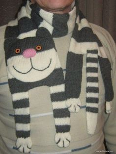 Very fun knitted CAT scarf! I would like mine with the Grumpy Cat face :c !