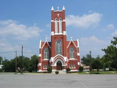 St Patricks Catholic Church Denison Texas-314 N Rusk Ave, Denison, TX-St. Patrick's parish was founded in 1872 by the Roman Catholic Bishop of Galveston, Claude Dubuis. The first church building at this site, designed by noted architect Nicholas J. Clayton, was completed in 1898. Destroyed by fire in 1911, the structure was rebuilt, incorporating much of Clayton's original design into the new facade. Completed in 1914,  Recorded Texas Historical Landmark - 1983. Old Country Churches, Old Churches, Catholic Bishops, Roman Catholic, Denison Texas, Lake Texoma, Cathedral Basilica, Church Pictures, Historical Landmarks