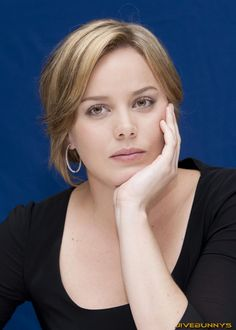 Abbie Cornish in Sweet Face Beauty Close-up Model Portrait Photoshoot Session