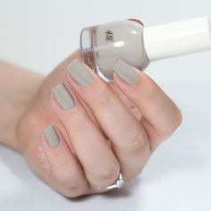"""H&M """"Mushroom"""". They're easy to apply and opaque in two thin coats. #didolinesnails"""