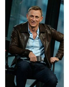 """Actor Daniel Craig visits AOL BUILD to discuss his latest movie in the Bond series """"Spectre"""" at AOL Studios In New York on November 2015 in New York City. Get premium, high resolution news photos at Getty Images Rachel Weisz, Daniel Craig Style, Daniel Craig James Bond, Stylish Men, Men Casual, Daniel Graig, Leather Fashion, Mens Fashion, James Bond Style"""
