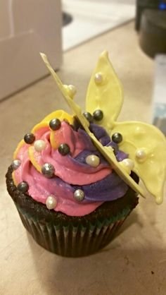 With a white chocolate butterfly on top Chocolate Butterflies, Color Swirl, White Chocolate, Butterfly, Cupcakes, Desserts, Recipes, Top, Cupcake