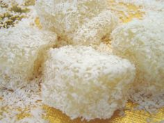 Steamed Cassava Sweets ( Khanoom Monsompalang )