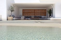 Words cannot express how much I love this beach-like pool and outdoor living space. Private house in Mykonos / Nino Dogiou · Architect Exterior Design, Interior And Exterior, Exterior Homes, Bali Country, Relax, External Doors, Mediterranean Style, Mykonos, Ground Floor