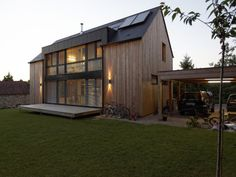 Une maison passive allie inspiration japonaise et performances énergétiques Beautiful Living Rooms, Beautiful Homes, Villas, Agricultural Buildings, Bungalow House Design, Residential Construction, Cottage Exterior, Passive House, Forest House