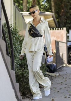 This outfit 😍😍 Style inspo Paris Outfits, Mode Outfits, Casual Outfits, Fashion Outfits, Fashion Trends, Fashion Styles, Girl Outfits, Fashion Tips, Estilo Hailey Baldwin