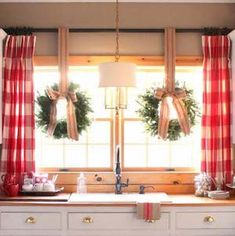 Give your kitchen a festive makeover with these kitchen Christmas decorations. From rustic to farmhouse Christmas kitchens, there are plenty of ideas. Cabin Christmas Decor, Christmas Window Decorations, Christmas Table Settings, Rustic Christmas, Christmas Home, Christmas Windows, Christmas Ideas, Diy Christmas Kitchen Decor, Christmas 2019