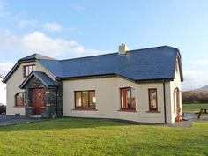 PRICE FROM £370.00 PW SLEEPS 9 BEDROOMS 4 BATHROOMS 5 PET FREE This spacious detached house near Ballyferriter sleeps up to nine people in four bedrooms.