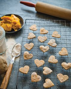 Homemade Banana and Pumpkin Dog Treats Puppy Treats, Diy Dog Treats, Dog Treat Recipes, Dog Food Recipes, Healthy Dog Treats, Sweet Paul, Dog Cookies, Pumpkin Cookies, Dog Biscuits