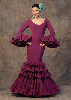 African Bridesmaid Dresses, Ethnic Fashion, Womens Fashion, Spanish Dress, Spanish Fashion, Trumpet Skirt, Fishtail, Wedding Attire, Fabric Design