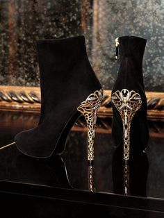 Ralph Lauren Collection Fall 2012: Sharp cuts and gold accents make a seductive contrast after dark