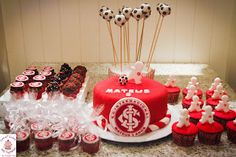 Sweet Cucas and Cupcakes by Rosângela Rolim: Bolo, Cupcakes e Pop Cakes do Inter