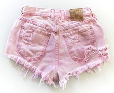 Hot summer shorts (my butt would look super cute in these) Grunge, Warm Weather Outfits, Kawaii, Punk, Dressed To The Nines, Tumblr, Pink Summer, Summer Days, Pink Shorts
