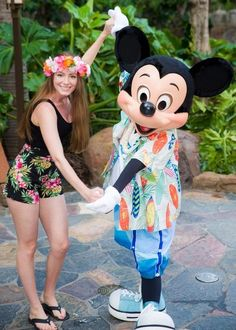 Going to Disney's Aulani Resort in Hawaii? Here's a look at the character breakfast there. disney aulani, aulani hawaii #hawaii #familytravel #disney