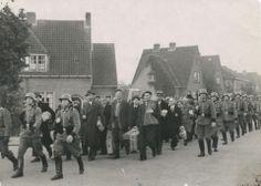 Op 11 oktober 1944 lopen ruim 1400 gevangenen van Kamp Amersfoort door de stad naar het station. Ze worden op transport gezet naar Neuengamme.