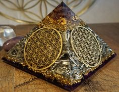 Orgone Orgonite® Pyramid Orgone FLOWER OF LIFE The
