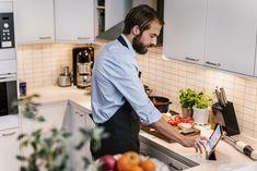 Laita keittiön biojätteet hyötykäyttöön. Lue miten esimerkiksi kahvinporot ja kananmunan kuoret taipuvat monenlaiseen hyötykäyttöön.