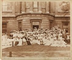 Photograph of students at the Slade School, June 23, 1905, photographer unknown, Slade Archive Project, Slade School of Fine Art, University College London. #ArtCanInstitute #CanadianArt