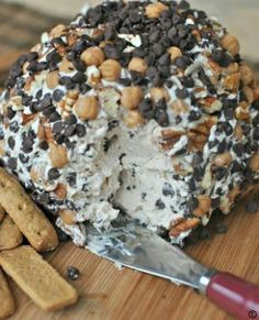 Turtle-Cheeseball-caramel-pecans-and-chocolate-chips-around-a-sweet-cheeseball #best recipe to try