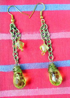 Beads on a chain earring tutorial-So if you are a non necklace person like me (I only make necklaces, never wear them) then you will appreciate this design as it incorporates the biggest accessory trend of Chain links into it.....So grab some tools and have fun!! ..