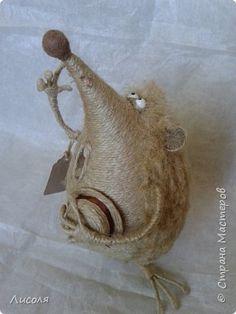 """Доброго времени суток, дорогие люди! Я опять быстро-быстро!!! Ничего не успеваю... Итак, ночь  в весеннем лесу, и влюблённый Ёж поёт серенаду... """"Милая, ты услышь меня! Под окном стою Я со шляпою!!!..."""" фото 2 String Crafts, String Art, Rope Art, Felt Dolls, Knit Or Crochet, Felt Animals, Mitten Gloves, Handmade Toys, Textile Art"""