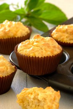 Cheesy Corn Muffins: dead-easy to make, and a real crowd pleaser! Savory Muffins, Corn Muffins, Savory Snacks, Muffin Pan Recipes, Snack Recipes, Savoury Recipes, Cheesy Corn, Good Food, Yummy Food
