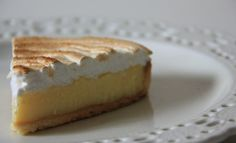 TARTE AU CITRON MERINGUEE DE PIERRE HERME French Desserts, Just Desserts, Sweet Recipes, Cake Recipes, Chefs, Galette Recipe, Sweet Tarts, Bakery, Cooking Recipes