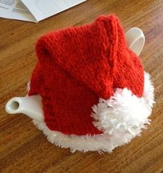 Santa Hat – Knitted Tea Cosy from the Marianne Collection. Tea Cosy Knitting Pattern, Tea Cosy Pattern, Baby Knitting, Knitting Patterns, Christmas Crafts For Gifts, Christmas Tea, Xmas, Knitted Tea Cosies, Tea Cozy