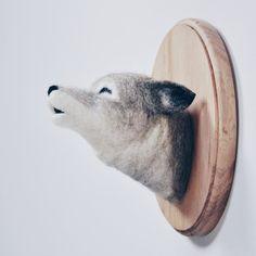 Howling Wolf - aiguille de taxidermie Faux feutré - support mural