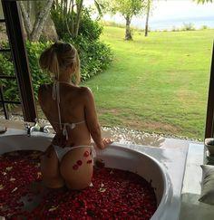 #dreamlife #tammyhembrow #bikini #travel #bodygoals