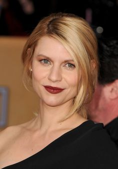 Claire Danes' makeup artist didn't use lipstick to create her SAG Awards look. www.lecamanfrin.com.br
