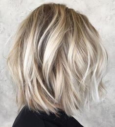 60 Messy Bob Hairstyles for Your Trendy Casual Looks - Haarschnitt Mittellang Graduated Bob Hairstyles, Blonde Bob Hairstyles, Bob Hairstyles For Thick, Messy Hairstyles, Layered Hairstyles, Casual Hairstyles, Medium Choppy Haircuts, Pixie Haircuts, Short Choppy Bobs