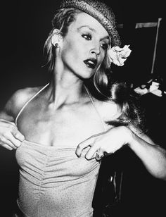 Jerry Hall http://www.vogue.fr/mariage/inspirations/diaporama/les-robes-de-marie-anne-1970-seventies/19060/carrousel#jerry-hall-robe-de-marie-anne-1970-seventies-6