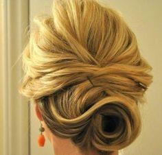 Tutorial de penteado para cabelos curtos http://vilamulher.terra.com.br/penteado-pratico-para-cabelos-curtos-passo-a-passo-2-1-12-1092.html