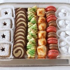 A cookie to satisfy all tastes with this holiday cookie platter Christmas Cookie Boxes, Iced Cookies, Holiday Cookies, Holiday Baking, Christmas Desserts, Holiday Treats, Christmas Treats, Christmas Baking, Cookie Display