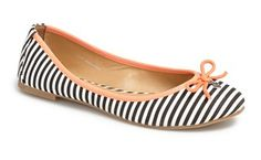 Darling striped flats with coral trim #stripes http://rstyle.me/n/frbm8nyg6