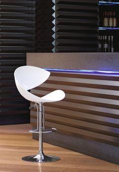 Sgabelli regolabili Twist SG H Classic Home Decor, Classic House, Bar Stools, Spa, Interior Designing, Kitchen, Outdoor, Houses, Cucina