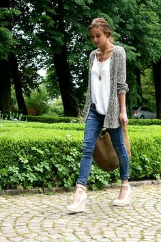 Gray Open Knit Cardigan + White T Shirt + Skinny Jeans + Nude Wedges
