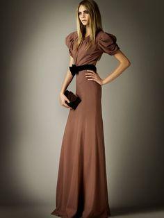 Burberry Prorsum: Pre Fall 2012 vestido de noche marrón tierra